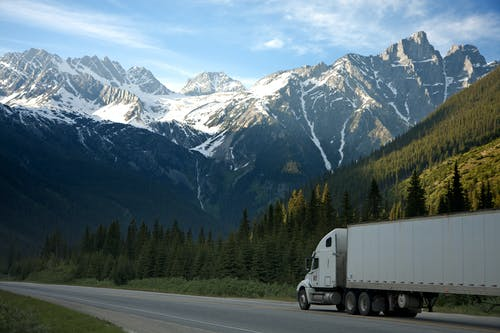 Transporting goods with minimum risk