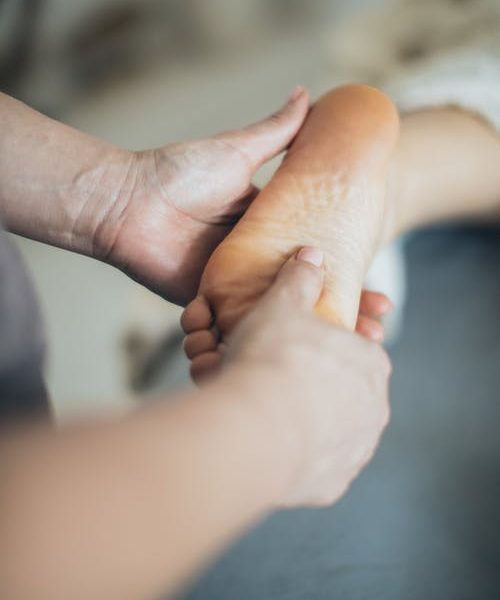 Important facts to know about seeing your local podiatrist for feet care