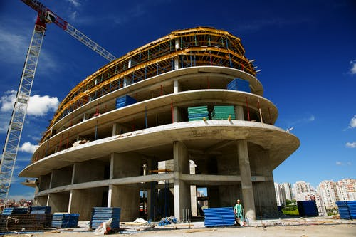 Most probable reasons to lose the strength in concreting mixture